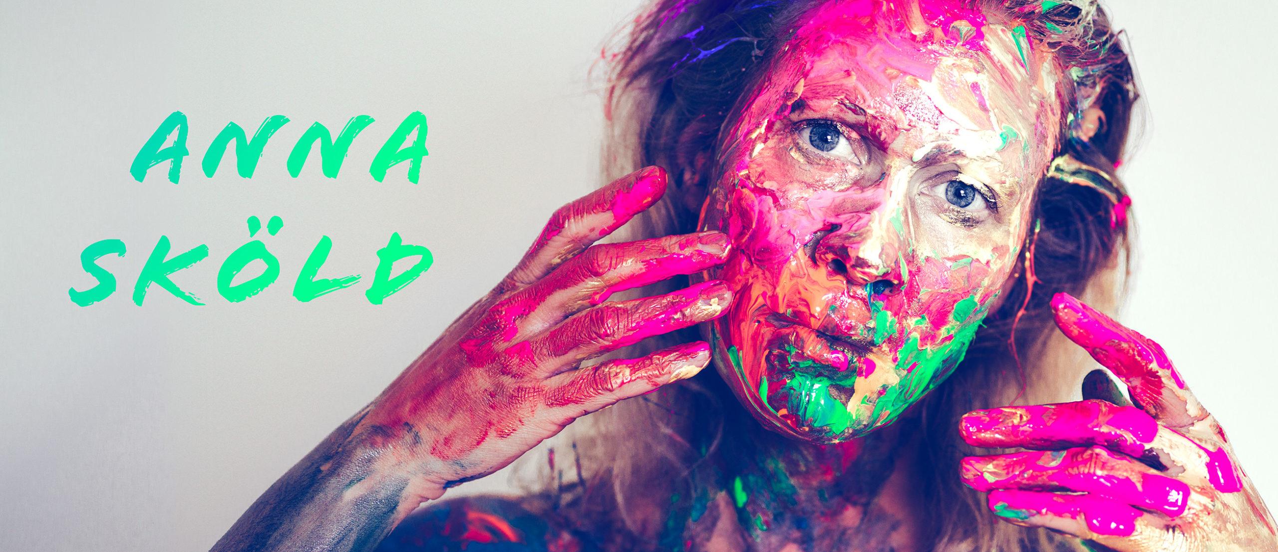 Anna Sköld in camouflage makeup